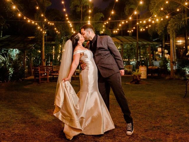 Vestido de noiva com ou sem cauda? Veja as vantagens de optar por cada estilo