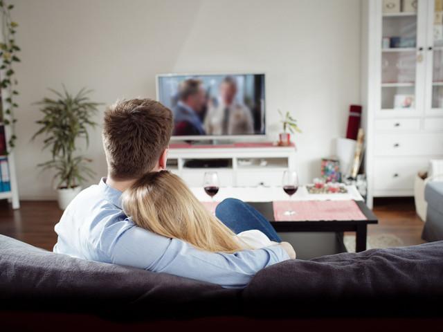 Séries para ver a dois: fim de semana descansando com o amor