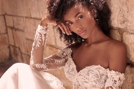O encanto irresistível do decote ombro a ombro em 101 vestidos de noiva