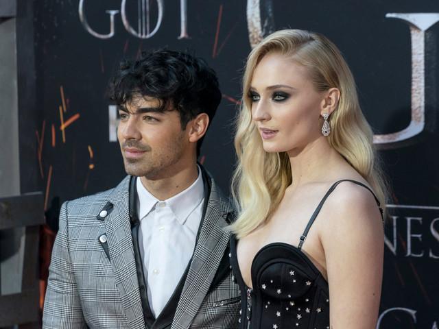 """Sophie Turner e Joe Jonas dizem """"sim"""" em cerimônia secreta em Las Vegas"""