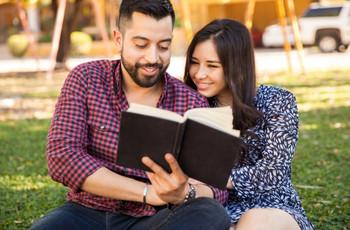 """6 Livros perfeitos para casais que estão prestes a dizer """"sim"""""""