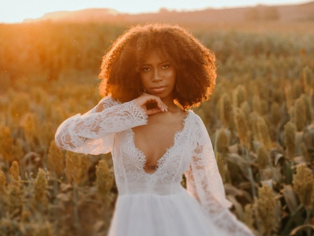 100 Inspirações de penteados para noivas com cabelo crespo