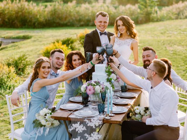 Como lidar com convidados que se autoconvidam?