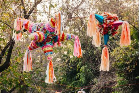 Que tal colocar uma piñata no seu dia C? Explicamos como!