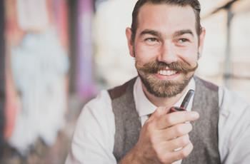 Noivos adeptos do bigode: cuidados para manter o estilo e a higiene
