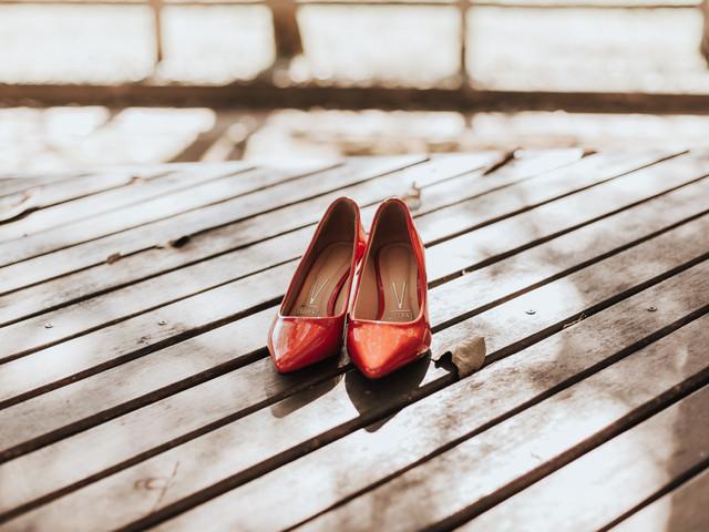 Sapato vermelho para noivas: cor marcante para caminhar até o altar