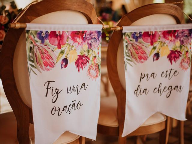 Frases marcantes e criativas para as cadeiras dos noivos: qual será a sua?