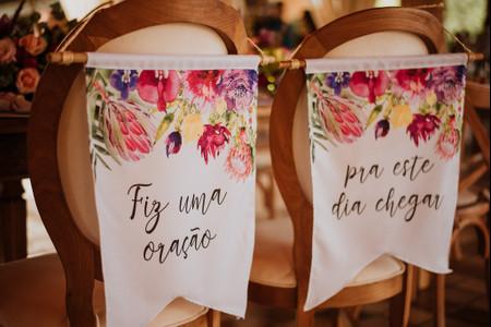 Frases memoráveis para as cadeiras do casal: 60 imagens para inspirá-los