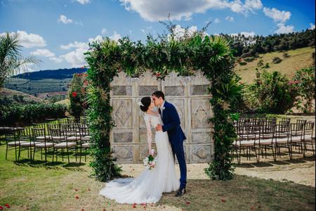 Portais: charme a mais em casamentos ao ar livre