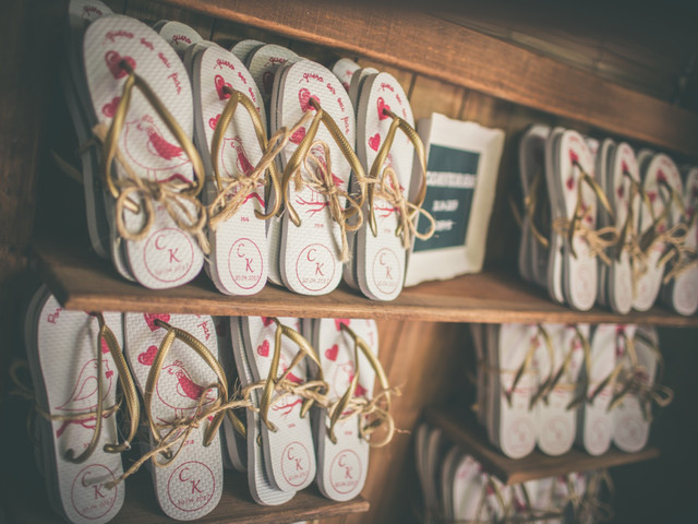 5 Tipos de sapatos cômodos para presentear as convidadas durante a festa