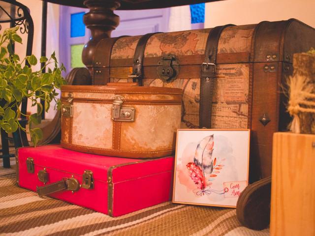 Tendência: decoração de casamento com malas e baús de viagem