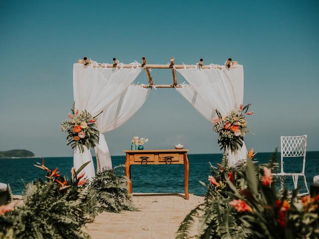 Romantismo à beira-mar: materiais perfeitos para um décor praiano