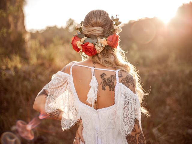 Penteados de primavera: a estação impressa nas madeixas da noiva