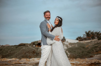 Flora e Pascal: da França ao Brasil e uma cerimônia única pé na areia