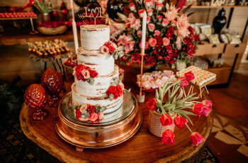 Decoração de casamento vermelha: como harmonizar essa cor intensa