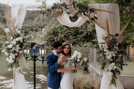 A decoração e o buquê da noiva: como combiná-los de forma harmônica