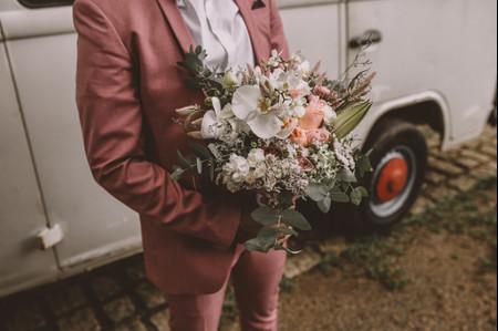 Noivos de traje rosa: aposte em um look autêntico