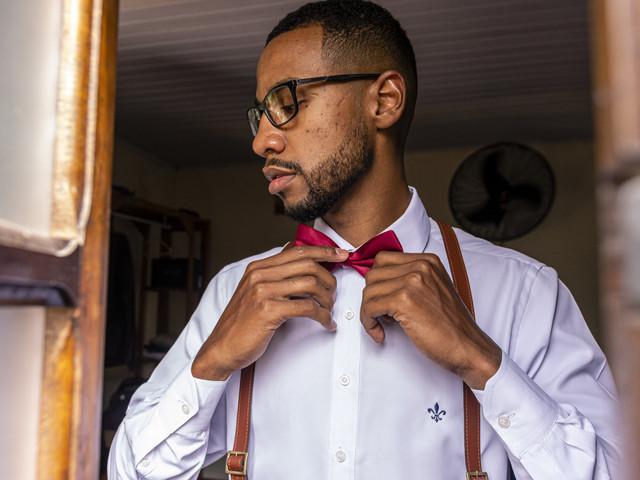 O que precisa saber para escolher o modelo perfeito de camisa para o noivo