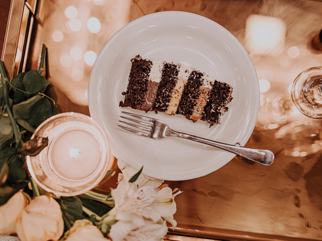 Bolo e champanhe: celebração intimista ideal para o fim de ano