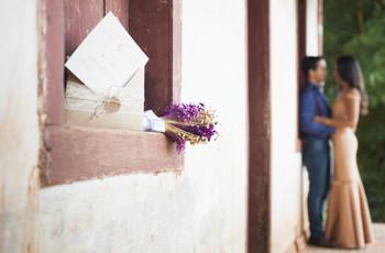 Noivado à antiga: 5 maneiras de anunciar o casamento sem redes sociais