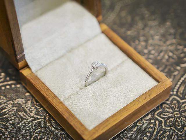 Como escolher o anel de noivado? Um guia completo para o casal
