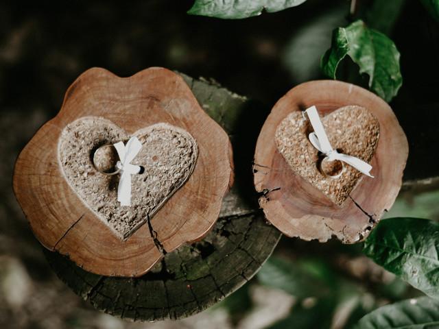 70 Fotos criativas das alianças: inspiração para o casal