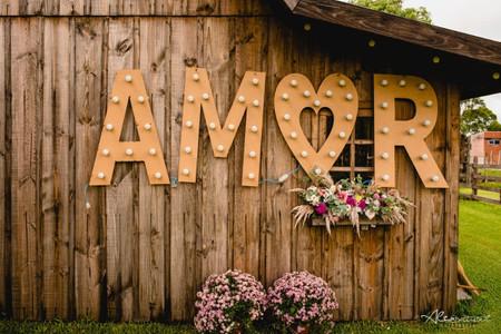 """A palavra """"amor"""": o melhor objeto decorativo para o dia C"""