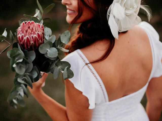 Buquês de noiva com protea: renda-se ao exotismo e à beleza dessa flor