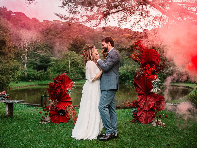 Se vermelho é a cor que os define... Saibam como harmonizá-la na decoração do casamento!