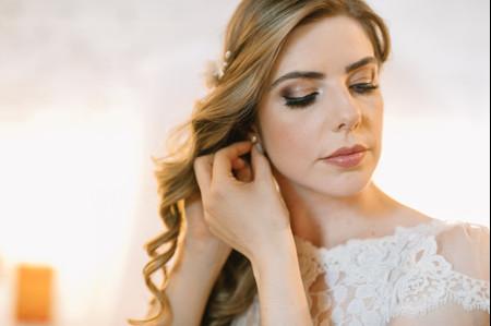 Penteados laterais para as noivas: brilhe como uma diva vintage