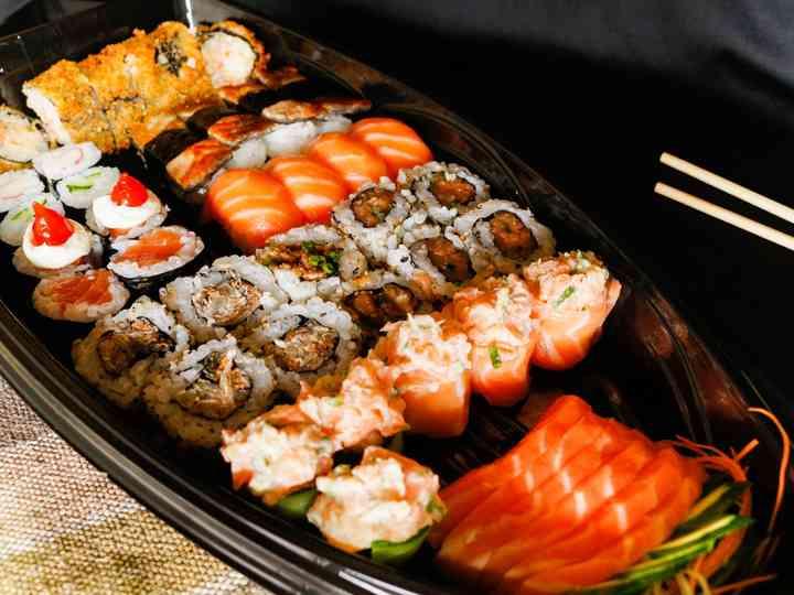 Sushi no buffet do casamento: o sabor oriental é um clássico