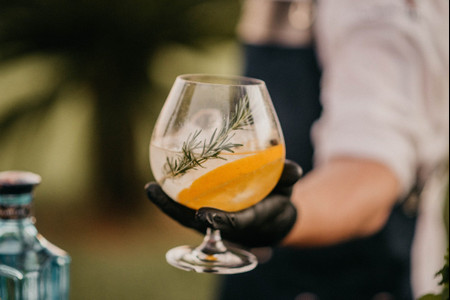 Bar de Gin Tônica: uma tendência que caiu nas graças das recepções de casamento