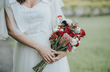Buquê na mão e saúde mental em dia: 7 dicas de ouro para a noiva e o seu emocional