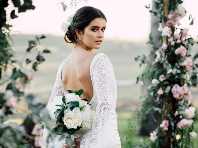 Como harmonizar o formato do buquê com o seu vestido de noiva