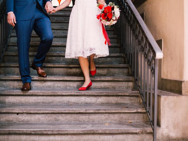 Look de noiva com toques coloridos: 10 sugestões para o seu dia