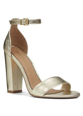 REIGN, Nine West