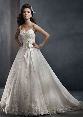 Style 2300, Alfred Angelo