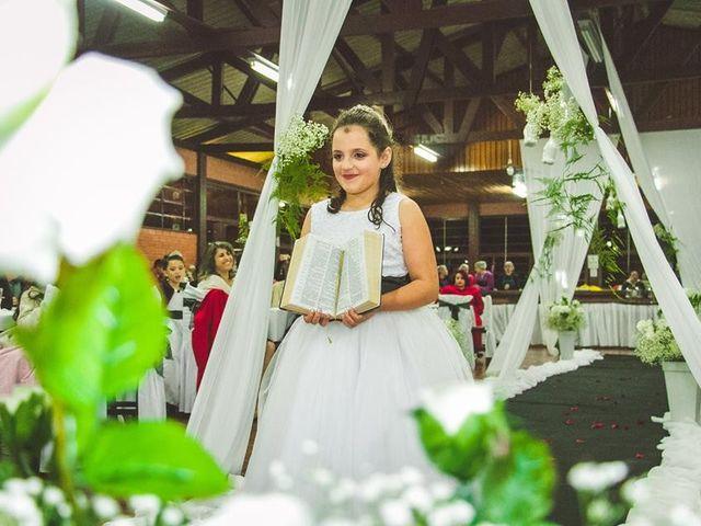 O casamento de Alessandro e Karina em Piraquara, Paraná 9