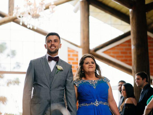 O casamento de Marcos e Isabelle em Curitiba, Paraná 35