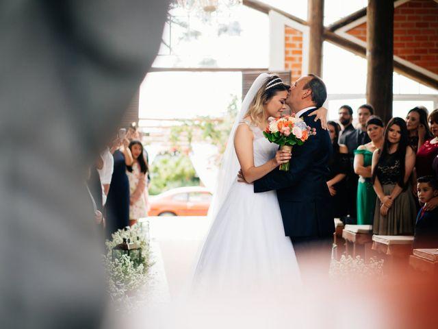 O casamento de Marcos e Isabelle em Curitiba, Paraná 37