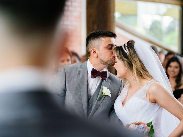 O casamento de Marcos e Isabelle em Curitiba, Paraná 39