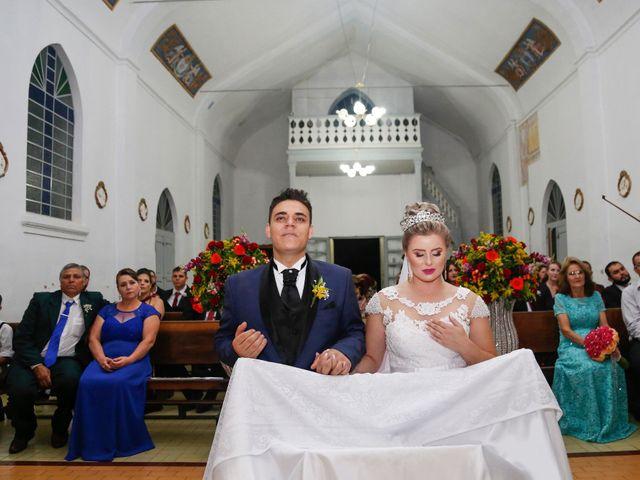 O casamento de Alessandro e Jucemara em São José dos Pinhais, Paraná 17