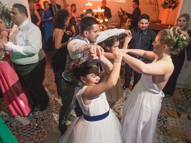 O casamento de Thiago e Gabriela em Porto Alegre, Rio Grande do Sul 15