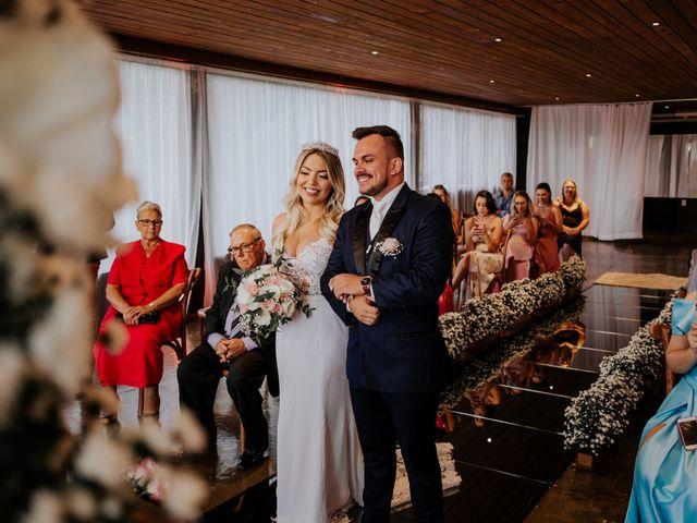 O casamento de Maira e Paulo em Itapema, Santa Catarina 17