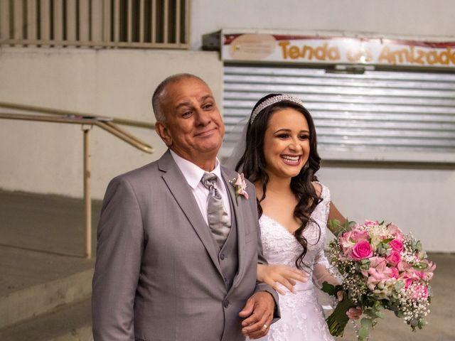 O casamento de Denis e Sarah em Belo Horizonte, Minas Gerais 29