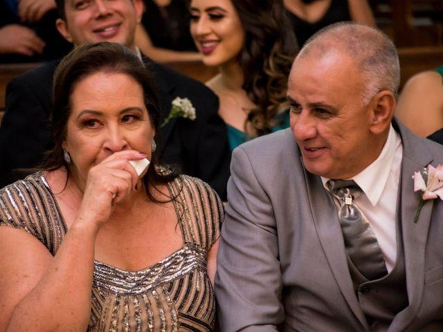 O casamento de Denis e Sarah em Belo Horizonte, Minas Gerais 34