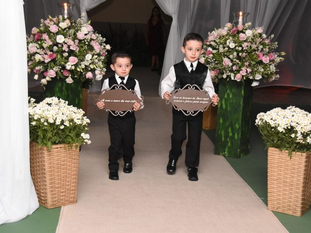 O casamento de Everton e Adriana em Alfenas, Minas Gerais 45