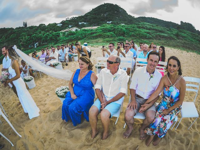 O casamento de Raphael e Ionara em Itapema, Santa Catarina 23