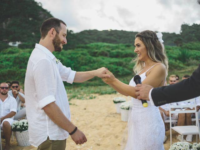 O casamento de Raphael e Ionara em Itapema, Santa Catarina 37