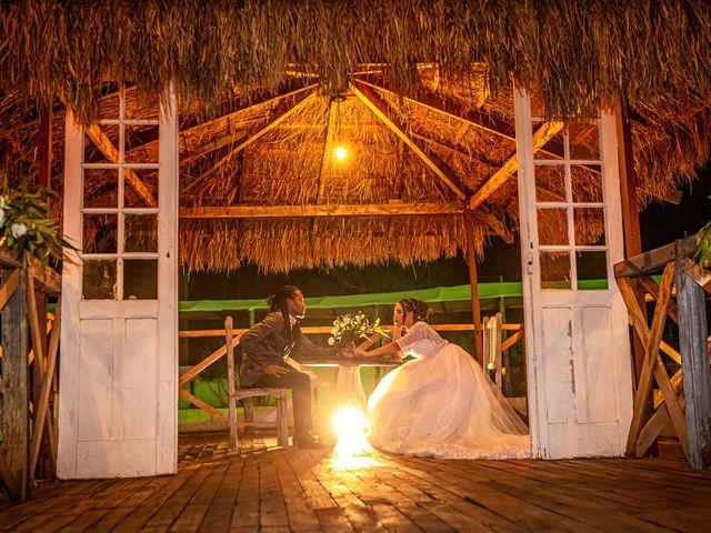 O casamento de Gabriel e Kenia em Cotia, São Paulo 27